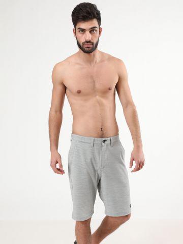 מכנסיים קצרים עם תבליט לוגו