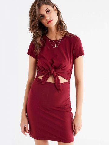 שמלת טי שירט עם קשירה קדמית UO