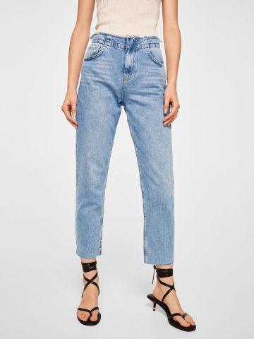 ג'ינס בגזרה ישרה עם סיומת גזורה