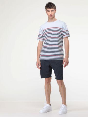 מכנסיים קצרים עם סיומת פרומה