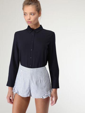 מכנסים קצרים בהדפס פסים וסיומת מלמלה