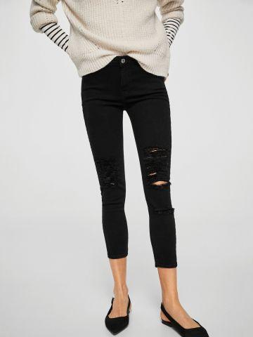 מכנסי ג'ינס סקיני עם קרעים
