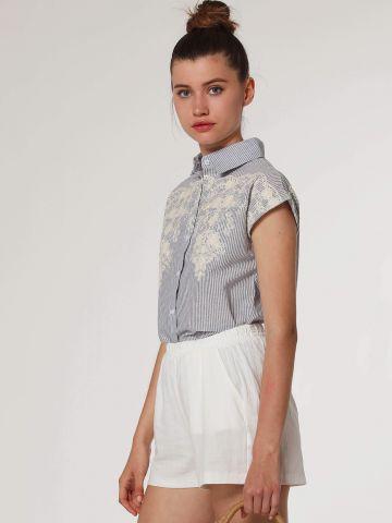 חולצה מכופתרת קצרה בהדפס פסים עם רקמה