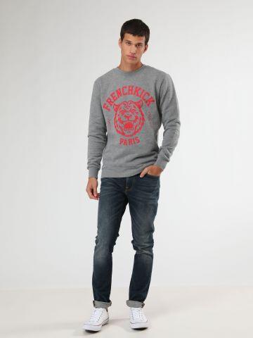 ג'ינס בגזרת סלים עם שפשופים