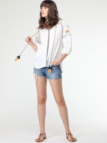 חולצת גלבייה עם עיטורי רקמה