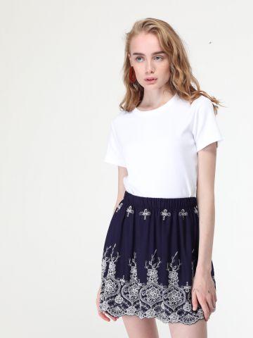 חצאית פליסה עם עיטורי רקמה