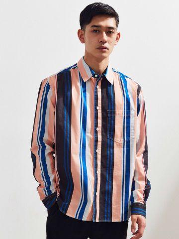 חולצה מכופתרת בהדפס פסים צבעוני UO
