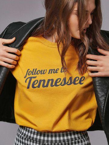 טי שירט עם הדפס Follow Me To Tennessee