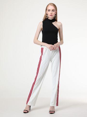 מכנסי טרנינג ארוכים בשילוב פסים בצדדים