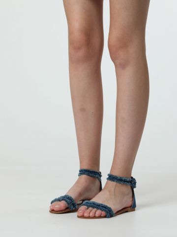 סנדלים עם רצועות ג'ינס פרומות