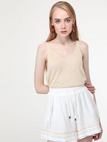 מכנסיים קצרים בשילוב תחרה