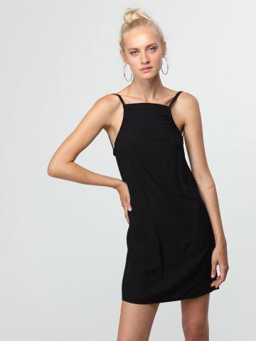 שמלת מיני עם גב פתוח וכתפיות קשירה