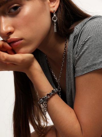 עגילים נצמדים עם שרשרת כפולה