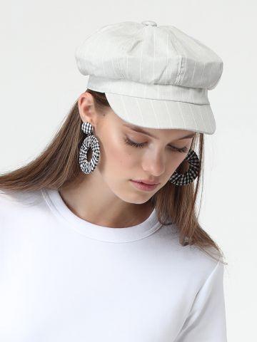 כובע בריקסטון בהדפס פסים דקים