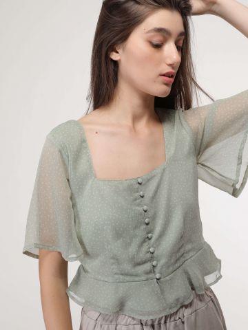 חולצת נקודות עם כפתורים ומלמלה