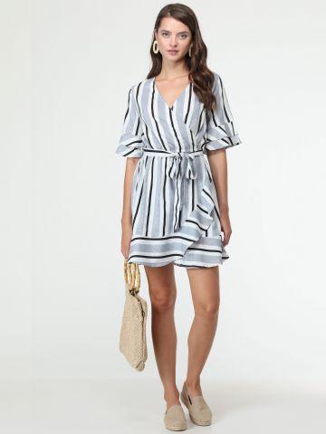 שמלת פסים בסגנון מעטפת עם עיטורי מלמלה וחגורת קשירה