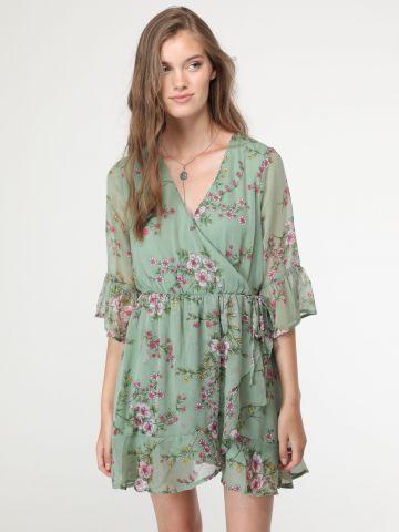 שמלת מיני בסגנון מעטפת בהדפס פרחים