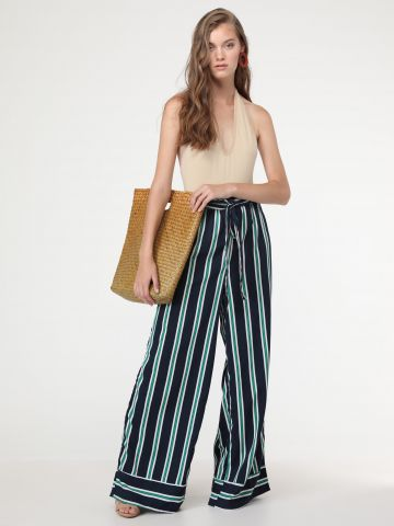 מכנסיים ארוכים מתרחבים בהדפס פסים