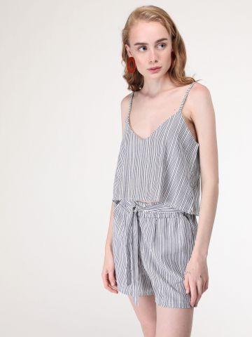 מכנסיים קצרים פסים עם חגורת קשירה במותן - חלק מחליפה