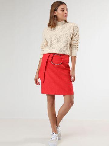 חצאית מיני עם חגורת חישוק מתכת