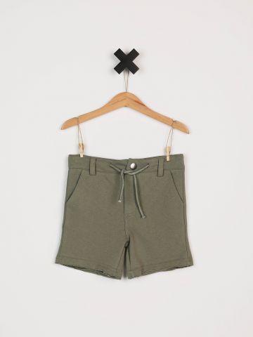 מכנסי טרנינג קצרים עם סיומת פרומה / בנים