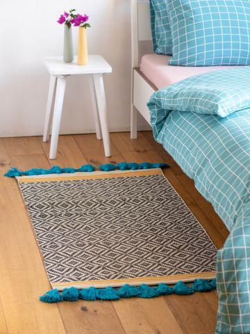 שטיח בהדפס מעוינים ופסים בשילוב פרנזים
