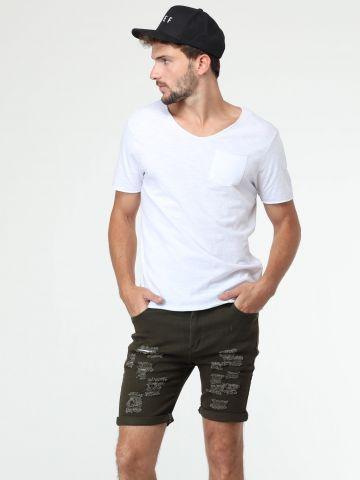 ג'ינס קצר עם עיטורי קרעים