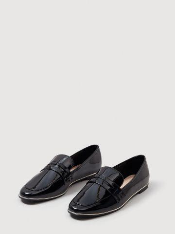 נעלי מוקסינים מבריקות