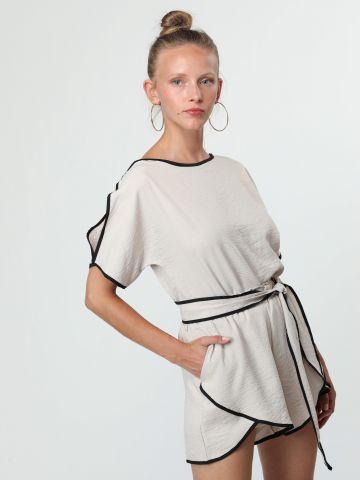 חליפת שני חלקים עם גימורי תפרים בצבע