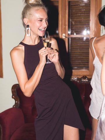 שמלת מיני קולר עם סיומת אסימטרית