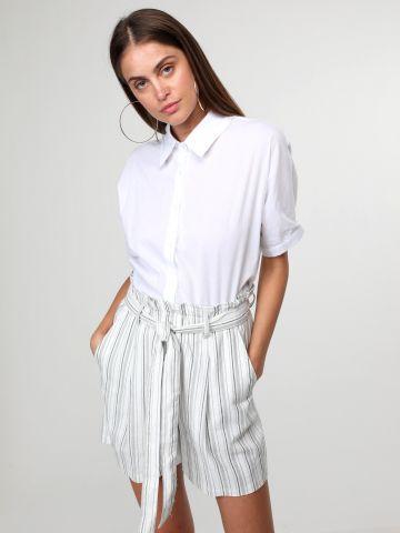 מכנסי פשתן קצרים בהדפס פסים עם חגורת קשירה