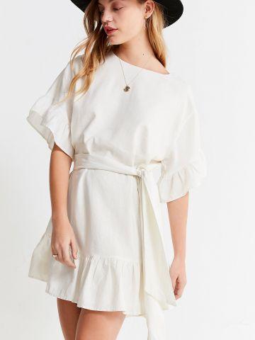 שמלת מיני פפלום עם שרוולי מלמלה וחגורת קשירה UO