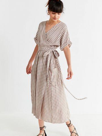 שמלת פשתן מעטפת בהדפס משבצות UO