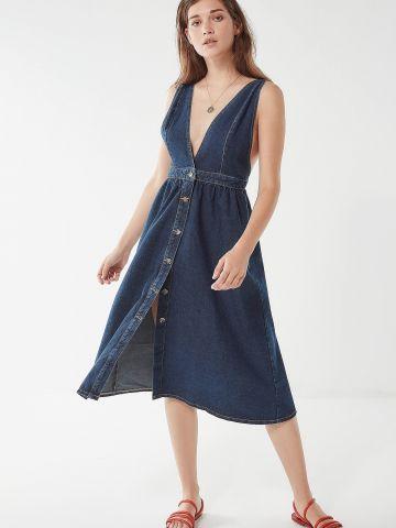 שמלת ג'ינס מידי עם כפתורים ומפתח וי עמוק UO