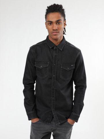 חולצת ג'ינס בשטיפה כהה עם כפתורים