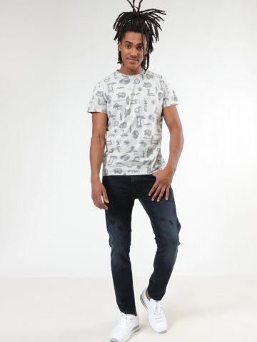 ג'ינס סלים עם קרעים ושפשופים