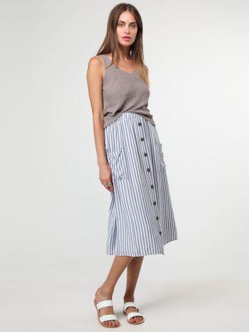 חצאית מידי פסים עם כיסים וכפתורים בחזית