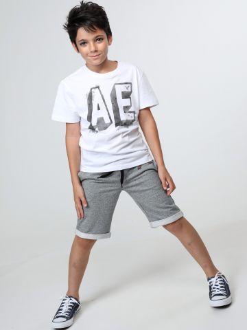מכנסי טרנינג עם הדפס לוגו וגומי פסים במותן
