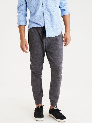 מכנסי טרנינג מלנז' עם עיטורי תפרים