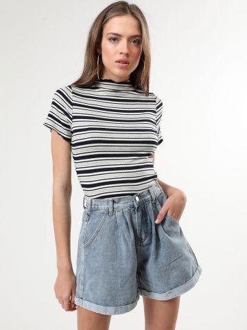 ג'ינס קצר עם גומי מאחור