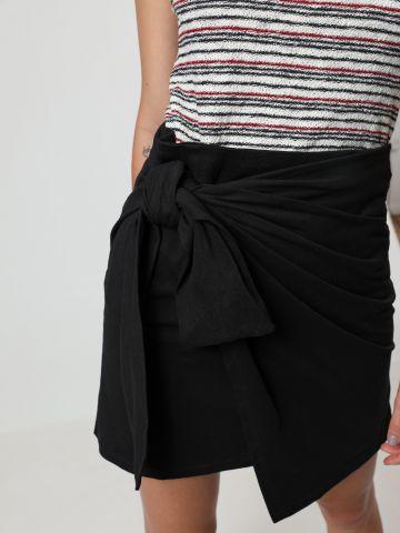 חצאית מיני בסגנון מעטפה בעיטור קשירה