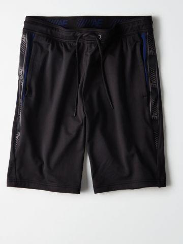 מכנסי טרנינג קצרים עם לוגו רץ