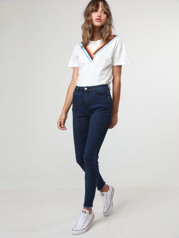 ג'ינס סקיני בשטיפה כהה עם סיומת פרומה