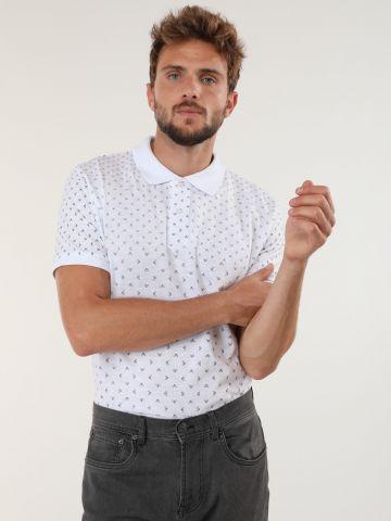 חולצת פולו עם הדפס צורות גיאומטריות