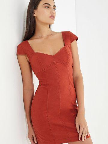 שמלת מיני פשתן בגזרת סלים וי UO