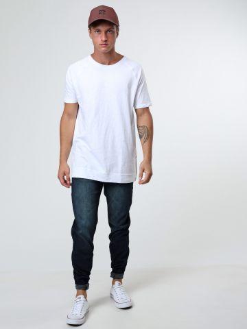 ג'ינס סלים בגזרה ישרה עם הלבנה