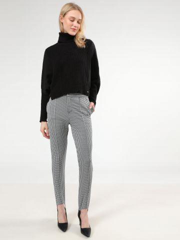 מכנסיים מחוייטים בהדפס משבצות עם רגליות
