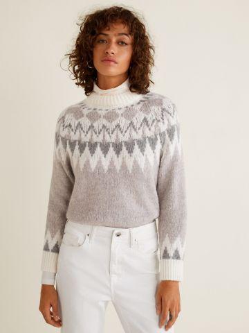 סוודר עם צווארון גבוה ורקמה גאומטרית