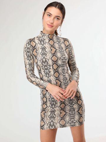 שמלת מיני בהדפס נחש עם צווארון גבוה