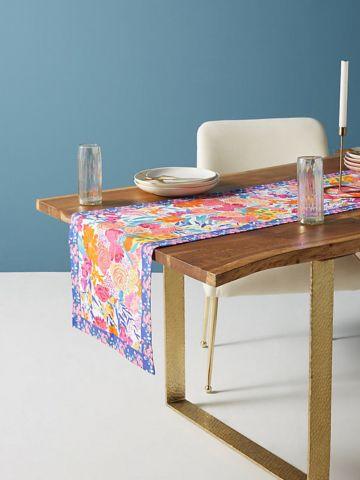 ראנר מלבני לשולחן בהדפס פרחים